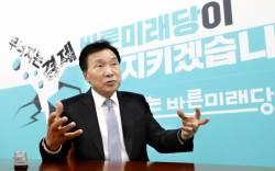 """손학규 """"유승민은 잠재력 큰 사람, <!HS>안철수<!HE>는 나라에 소중한 자산"""""""