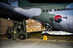 <!HS>태풍<!HE> '위투' 발 묶인 국민 85명, 군수송기로 괌 도착