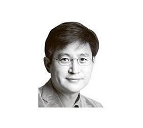 [서소문 포럼] 정책 오발탄으론 불황의 <!HS>쓰나미<!HE>를 막을 수 없다