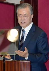 <!HS>문재인<!HE> 대통령 지지율 55.6%, 5주 연속 하락