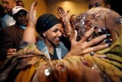 """""""여성ㆍ성소수자가 새로운 역사 썼다""""…첫 무슬림 여성의원, 동성애자 주지사 나와"""