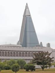 [이영종의 평양오디세이] 흉물 방치 뒤 완공까지 24년···北 105층 유경호텔 트라우마