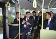 내년 전국에 수소버스·수소차 대량 보급… 수소충전소도 추가 건립