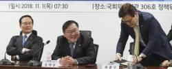 """민주당, 손학규 향해 """"저희 대표였던 분이…'<!HS>저녁<!HE><!HS>있는<!HE> <!HS>삶<!HE>' 포기했나"""""""