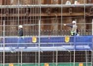 주유·배달 단순노무직 사상 최대 9만명 줄었다