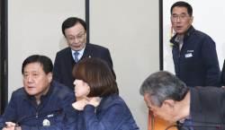 """<!HS>노무현<!HE>도 노조와 싸워 졌다""…'당근ㆍ채찍' 함께 쓰려는 민주당"