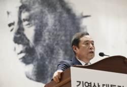 한국당 곳곳에 <!HS>YS<!HE> 추모 현수막···박정희 추도식과 대조