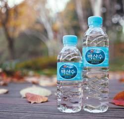 [<!HS>맛있는<!HE> <!HS>도전<!HE>] 이게 진짜 백두산 물 맛 ! 천지서 솟아오르는 깨끗한 물만 담았습니다