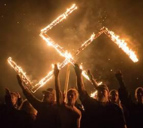 [이슈추적] 나치 게임에 <!HS>히틀러<!HE> 이모티콘···디지털 나치 판친다