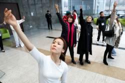 [<!HS>서소문사진관<!HE>]장애·비장애를 뛰어넘은 신체의 즉흥연주 '온디스플레이 성남'