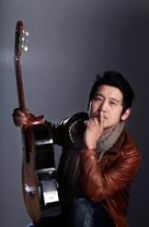 벨기에 입양인 출신 세계적 기타리스트 드니 성호 자선 공연