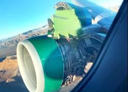 [<!HS>서소문사진관<!HE>] 아찔했던 순간! 엔진덮개 날아간 채 이륙한 프론티어 항공기...
