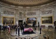 '정치적 악연' 트럼프, 5일 '아버지 부시' 장례식 참석하지만 조사 안 해