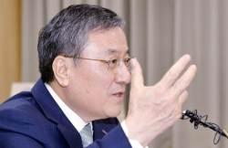 朴 초등동창 KAIST 총장, 검찰 고발 이어 직무 정지