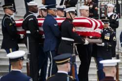 """""""장례식 땐 나라가 멈춘다""""…미국이 전직 대통령을 예우하는 법"""