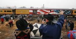 [서소문사진관]'4141'호 기차 타고 떠나는 <!HS>부시<!HE> 전 대통령을 배웅 나온 미국 시민들