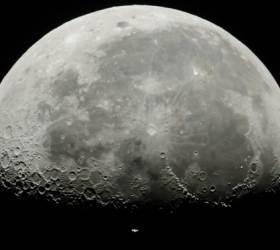 중국, 세계 최초로 <!HS>달<!HE> 뒷면 착륙할까...무인 <!HS>탐사<!HE>선 창어4호, 8일 발사