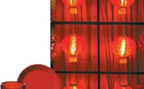[라이프 트렌드] 무늬·광택 없는 빨강 접시, 한자 새겨진 홍등 … 은은한 파티장