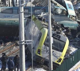 [사진] 터키 <!HS>고속열차<!HE> 충돌 9명 숨져