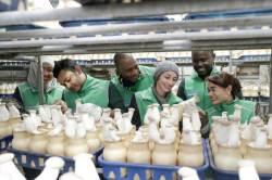 쿠바 유학생들이 녹색 새마을 조끼입고 공부하는 <!HS>박정희<!HE>새마을대학원