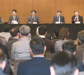 """[이영종의 평양 오디세이] 기업 CEO·임원 """"투자 앞서 북한 배우자"""" 열기 후끈"""
