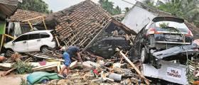 [사진] 인도네시아 <!HS>쓰나미<!HE> 최소 222명 사망