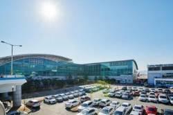 김해공항 개항 42년만에 국제선 이용 1000만명 돌파…정부 예측보다 7년 빨라