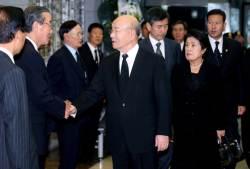 """이순자 """"내 남편 <!HS>전두환<!HE>은 민주주의의 아버지"""""""