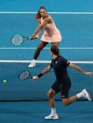 '테니스 황제'와 '테니스 여제' 대결…승자는 황제