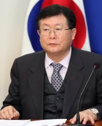 """이순자 """"<!HS>전두환<!HE> 민주주의 아버지""""…설훈 """"실성 가까운 망언"""""""