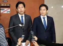 """[밀착마크]민주당 가려는 이용호 """"제3당 실패, 지역민심 뜻 따랐다"""""""