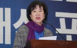 """'<!HS>신재민<!HE> 비하 논란' 손혜원, 언론에 """"예의 갖춰라"""""""