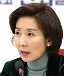 "<!HS>청와대<!HE> 참모진 개편에 나경원 ""야당에 대한 선전포고"""