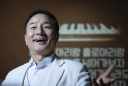 """""""나는 신인 성악가""""…'서편제' 소리꾼 김명곤의 변신"""