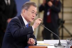 """文 """"특감반 권력 감시 잘했다···김태우, 본인 행위로 시비"""""""