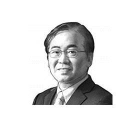 [이하경 칼럼] 문재인의 정의는 <!HS>신재민<!HE>의 원칙을 품지 못했다