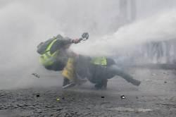 [<!HS>서소문사진관<!HE>]새해 벽두부터 지구촌 각종 시위로 몸살