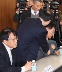 """<!HS>최저임금<!HE>위 사용자·공익위원 충돌…""""위원장 뻔뻔, 사퇴하라"""""""