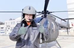 [<!HS>서소문사진관<!HE>]육·해·공 '3개 군번' 최초 헬기 조종사 탄생