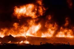 [<!HS>서소문사진관<!HE>]멕시코 송유관 폭발로 사상 140여명…기름 도둑 탓