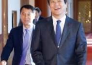 문 대통령, 임종석·한병도 외교특보 위촉