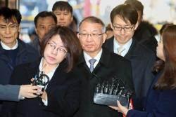 영장심사 뒤 한숨 쉰 최정숙···양승태 운명 가른 세장면