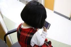 우리 아이, 스마트폰 보며 자꾸 고개 갸웃한다면···