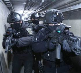 """[<!HS>박용한<!HE> <!HS>배틀그라운드<!HE>]""""지하공동구 투입! 폭발물 발견, 테러범 사살"""" 수방사 독거미 부대"""