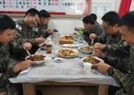군대에서 팬케이크 브런치와 사제 음식을… 달라진 병영 식사 풍경들