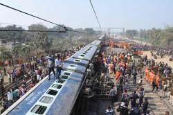 [<!HS>서소문사진관<!HE>]인도 동부서 열차 탈선으로 7명 숨지고 수십 명 부상