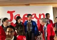 """[폴인인사이트]다보스 메모① 스위스에서 기모노 걸친 아베 총리 """"이제 세계화는 일본이 이끈다"""" 선포"""