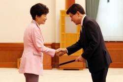 박근혜-황교안 미묘한 관계…탄핵 거치면서 균열 생겼나