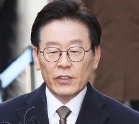 """<!HS>이재명<!HE> """"최선 다하고 있다""""…김경수 관련 질문에는 """"내 사건만 집중"""""""