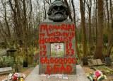 """""""6600만명 학살 기념비""""…런던 마르크스 묘에 붉은 낙서"""